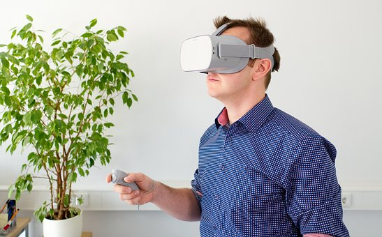 VR World: How Virtual Reality Works, Types and Benefits of Virtualization